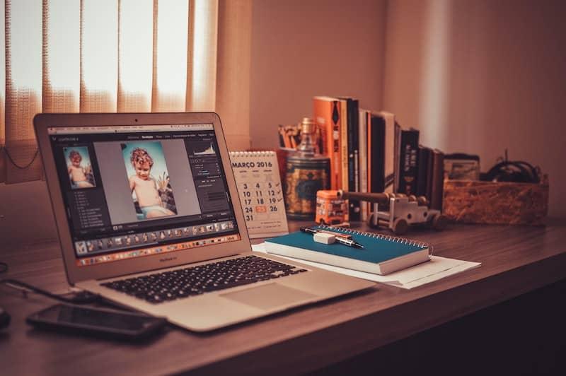 Deze laptop heeft voldoende werkgeheugen voor fotobewerking.